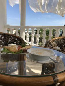 фото завтрака на террасе ресторана Дома Москвы